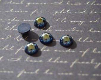 5 round demi-cabochons applique black blue oil 8x4mm