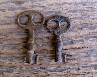 Very Small Set 2 antique key. Bronze Antique keys. Antique keys. Bronze Keys. Very old keys. Keys. Keys in the old patina. Ancient keys. #64