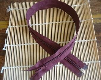 Simple not separable bordeaux 53 cm long zipper.