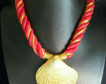 Vintage Red Satin Rope Choker Necklace Chunky Goldtone Sea Shell Pedant  Twisted  Beach Statement Yacht Nautica Cruise Wear Fashion