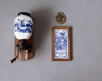 Vintage 60's Porcelain Wall Mounted Coffee Grinder, Delft Blue, Delftware, Delft Holland, Hand Coffee Grinder, Coffee Mill, Kitchen Decor