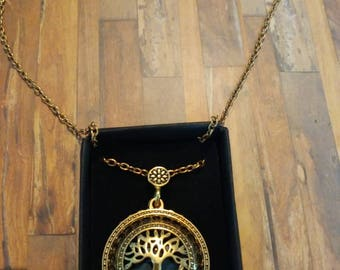 Tree of life magnifying pendant necklace
