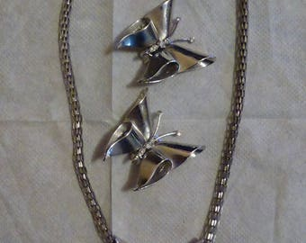 Butterfly necklace and earrings set. Silver tone