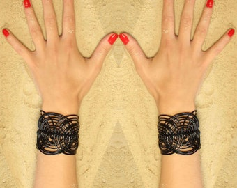 Bracelet Manchette Macramé Noir // Rock // Fait main // En France // Bracelet Femme // Bracelet dentelle
