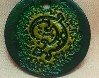 Keychain salamander, green and gold, engraved and painted by hand