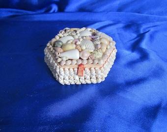 Vintage Shell Trinket Box Felt Lined