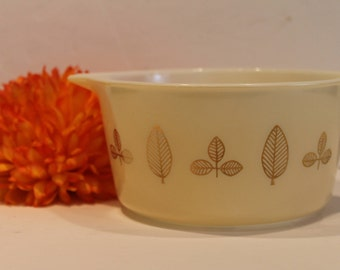 Buffet Twins Pyrex #473 No Lid - Gold Leaf Round Casserole Dish - Ivory and Gold Pyrex