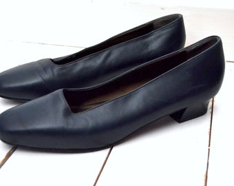 90s Vintage Marks & Spencer, navy leather slip on low heel shoe  UK 6 1/2