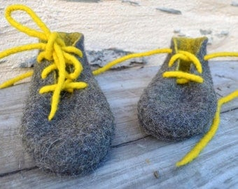 Slippers handmade felted T35 grey anthracite/yellow lemon