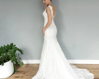 Elegant Lace V Neck Low Back Mermaid Wedding Dress