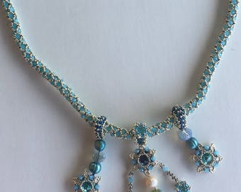 Beautiful Crystal Netted Necklace