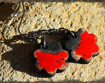 """Red Raku NARUSHISU """"Ethnic simplicity"""" Flower Earrings"""
