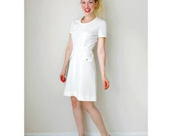 Vintage white dress | short sleeve summer dress decorative pockets ribbed top a-line dress 4th of july 60s | Jonathan Logan | size small