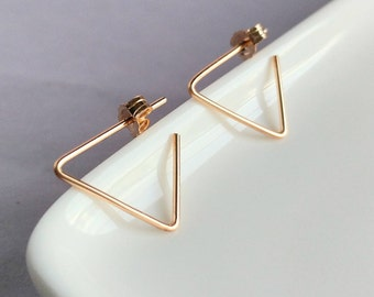 Triangle earrings. Minimalist gold earrings. Modern triangle earrings. Geometric earrings. Gold filled earrings. pease