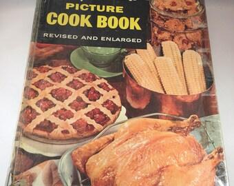 Betty Crocker Cookbook, Betty Crocker New Picture Cook Book, 1950s Cookbook, Vintage Kitchen, Vintage Cookbook, Recipe Book, Cookbook Binder