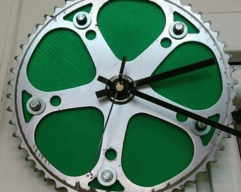 Wall clock made with an old chainring