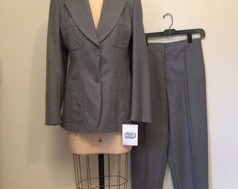 70's Grey Equestrian Wide Collar Wool Suit by P.B.D. International | Excellent Condition and Quality