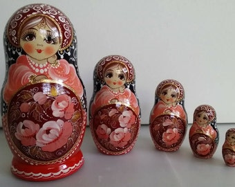 Very cute matryoshka flowers nesting doll 5 PCs