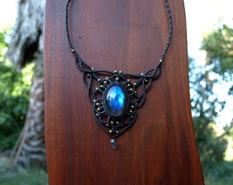 macrame - necklace - Estonia labradorite and Moonstone bead - micro macrame