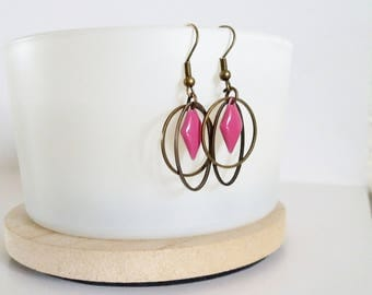 Graphic oval Stud Earrings, circle and enameled fuchsia