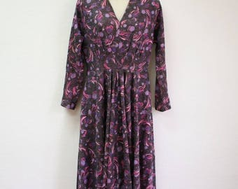 Size 10 Vintage Midi Dress in Purple with Circle Print Pattern and Long Sleeves