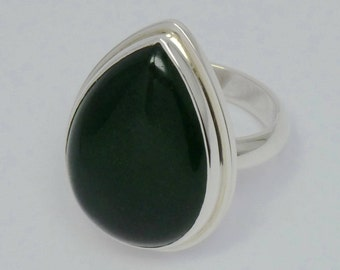 Dark green jadeiet and silver 925 solid hand crafted ring.