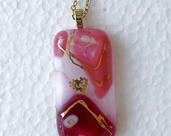 Glass pendant in pink hues with gold embellishment
