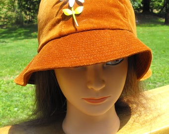 Velvet Velour Rust colored Ladies Bucket Hat / Vintage Union Made United Hatters Cap Millinery Works,1970's with FREE Vintage Daisy Brooch