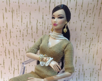 Fashion Royalty Barbie Silkstone doll white pearl bracelet