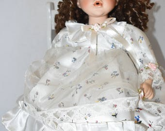 Top Source 1 of 2000 Little Seated Doll