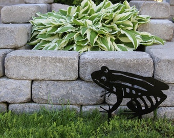 Metal Garden Frog with stakes