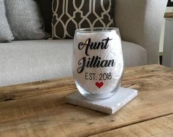 Aunt wine glass. Aunt gift. Aunt to be gift. Aunt est. aunt established. Aunt reveal. Baby reveal gift ideas. Pregnancy announcement.