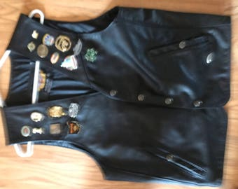 VINTAGE Harley Davidson Leather Vest made in USA     LOTS of  Unique Rally Pins