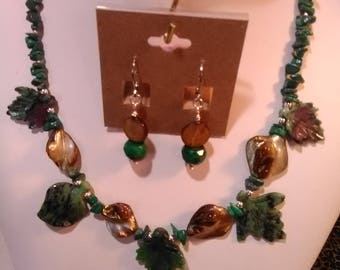 Malachite and Mother of Pearl Necklace