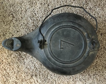 Vintage Cast Iron Kettle. Stamped 7. GOOD Condition.