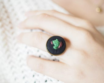 Ring with embroidered Cactus