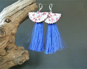 Pair of earrings slight charm fan decor flowers blue and red and long silky tassel on sleepers silver, 11 cm