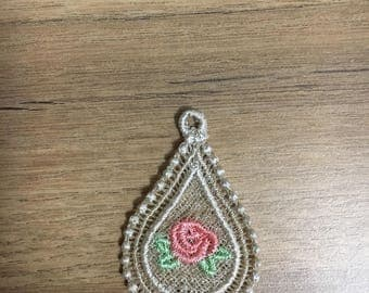 Pendant with rose