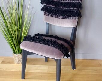 Chaise  basse ethnique chic retapissée taupe et noire