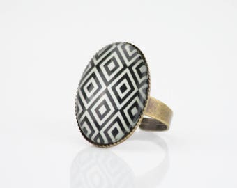 Ring Cabochon oval Ikat pattern, black and white #1429