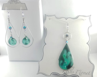 Mezmerizing Lava Lamp Suncatcher Dangle Earrings and Pendant with Resin and Swarovski Crystals