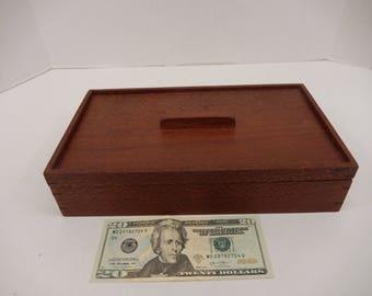 Jewelry or keepsake box