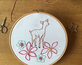 Hand Embroidery Pattern - Oh Deer Flowers - Christmas animal Embroidery Pattern PDF - Instant Download