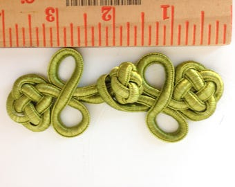 "Lime green closure ""frogs"", 4"", set of five"