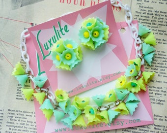 Mint green and yellow Blossom... 1940s 50s vintage style dainty flowers necklace handmade by Luxulite
