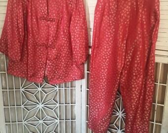 SALE - Dynasty Silk Pajamas - silk pjs - silk cheognsam - Hong Kong - 1950's vintage - coral pajamas - Asian - floral - sm - troppobella