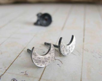 Minimalist crescent moon post earrings. Celestial sterling silver hammered studs. Simple everyday jewelry for women. Gift under 25