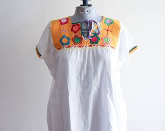 Bright embroidered BOHO cotton Mexican 60s / 70s festival blouse OS sz. Medium