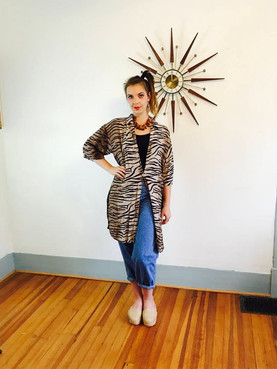 Boxy 80s shirt, Vintage Tiger Print Blouse, Authentic Big Shirtz, Baggy 80s blouse, Oversized Shirt, Short Sleeve Button Down, Animal Print