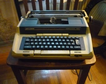 Smith Corona Coronamatic 2500 Typewriter - 1970s manual - authors writers reporters Cartridge blue and cream prop